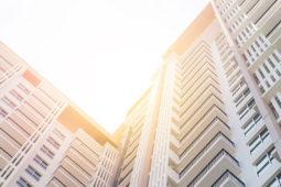 Vendre pour acheter : comment réussir son opération immobilière ?